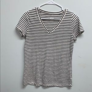 Women's V-Neck Relaxed Fit Short Sleeve Tee MEDIUM
